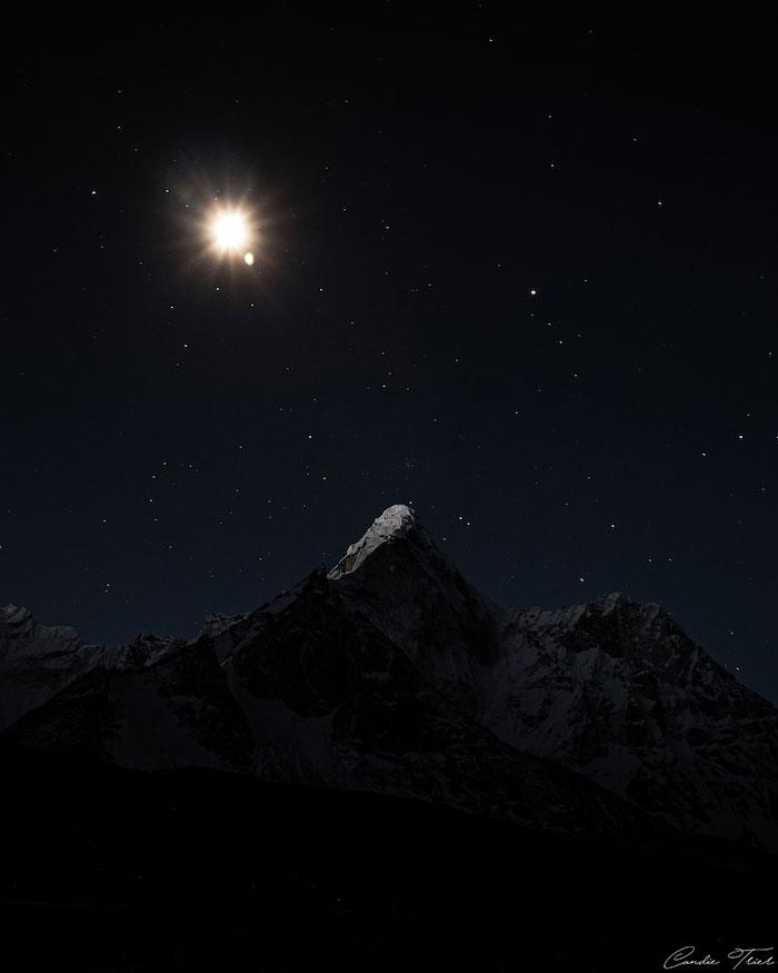 Ama Dablam sous la lune
